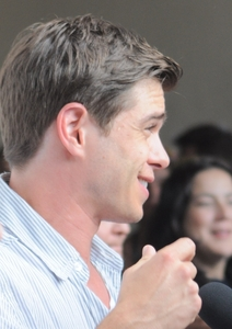 Matthew with veins in his hand <333