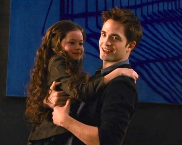 my handsome Robert with his young BD 2 co-star,Mackenzie Foy,who plays his daughter in the movie<3