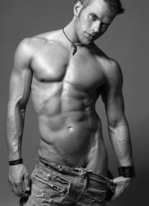 Twilight hottie Kellan Lutz looks sexy with veins<3
