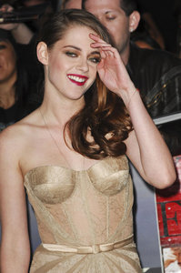 Isabella'Bella'Swan/Cullen is played by Kristen Stewart