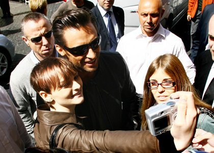Hugh Jackman with fans<3