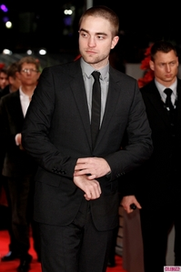 Damn!!! I wanna rip that suit off of him<3