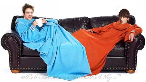 I sure would 사랑 to snuggle in this snuggie with Robert<3