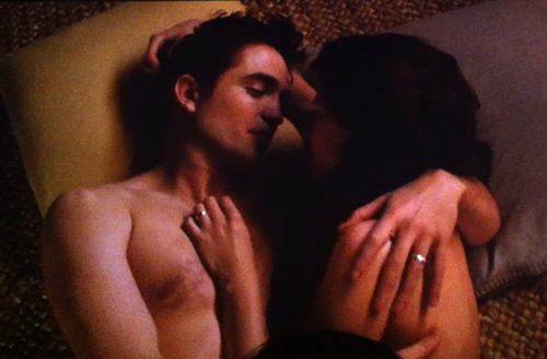 Robert wearing a wedding ring in this scene from BD 2<3