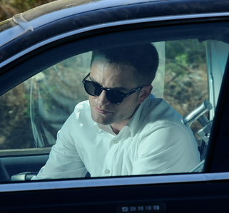 Robert behind the window of a car filming a scene from Maps to the Stars<3