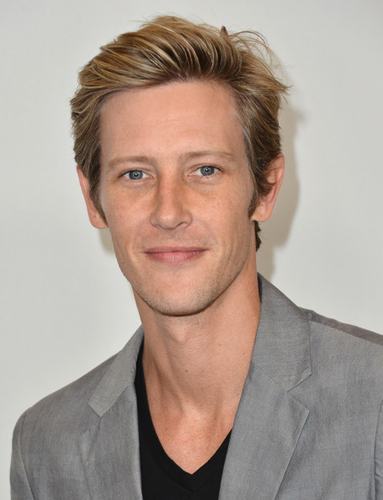 Gabriel Mann. I think I'm starting to have a crush on him. After 6 years, finally a new crush. would be cool