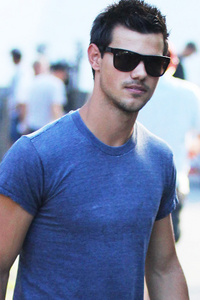Twilight hottie Taylor in a tight shirt<3