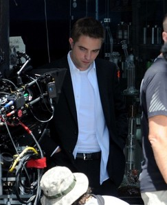 Robert on the set of Maps to the Stars looking down<3