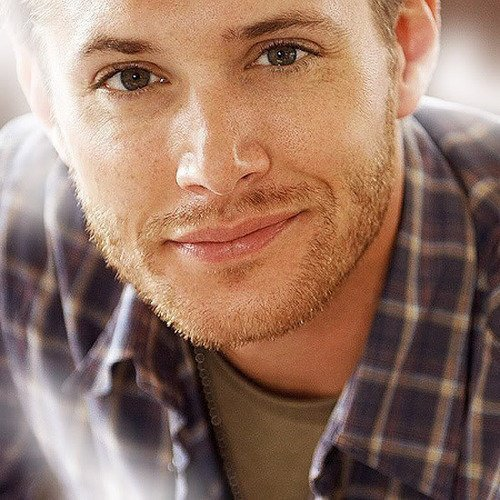 blue is lovely on mr ackles :)