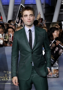 Robert standing at the BD 2 premiere as he gets his picture taken by the photographers<3