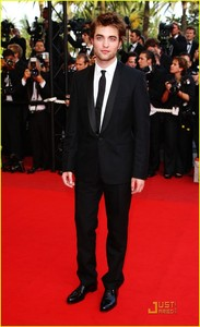 "I love all 6'1"" of Robert Douglas Thomas Pattinson<3"