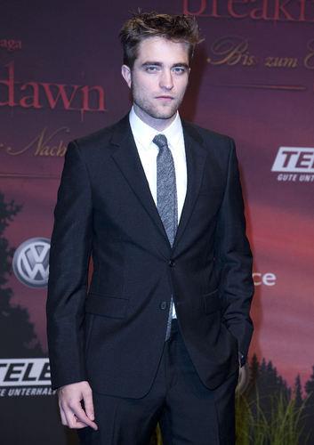 DAMN,he looks fine in that suit!!!<3