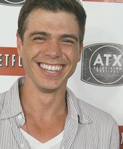 Matthew's big sexy smile <33333333