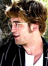 he looks even sexier with glasses on<3