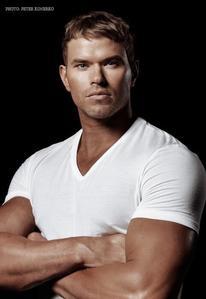 Twilight hottie Kellan Lutz in a tight white shirt<3