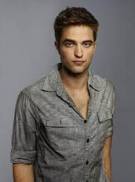Robert in a grey overhemd, shirt with a grey background behind him<3