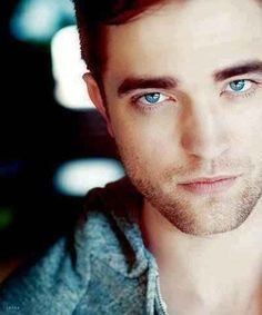 the only blue eyes I wanna look into<3