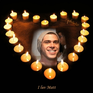 Matthew surrounded 의해 candles <333333