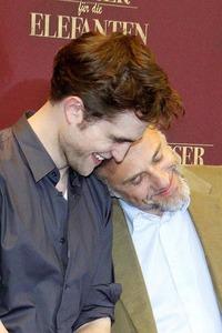 even Christoph Waltz has fallen for the Pattinson charm<3
