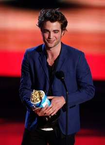 I love this outfit he wore at the 2009 MTV Movie Awards<3