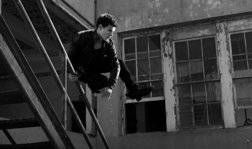 Twilight star,Taylor Lautner jumping over a railing<3