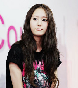 I this picture, I think Krystal is the prettiest one because, I like her hair better, and her kind of face with and without makeup ^^