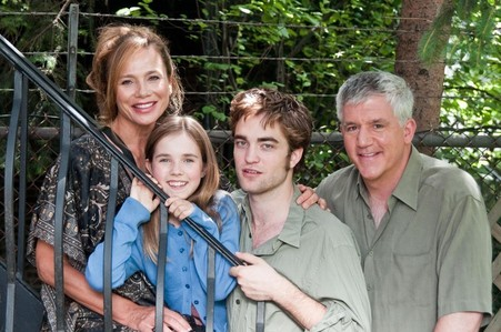 my handsome Robert with his Remember Me co-stars<3