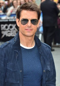 Tom Cruise wearing blue. So hot!