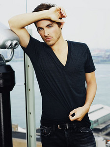 Zegers is smokin hot in this pic!