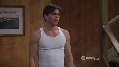 I love Matthew wearing tank tops, were his sexy arms دکھائیں <33333