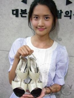 Yoona! She is like a flower :)