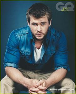 Chris the hottie Hemsworth wearing a blue shirt<3