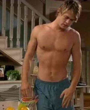 yummy Chris Hemsworth<3