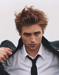 Robert's hair is sexy in any picture,but in this pic it is just... UFFT<3