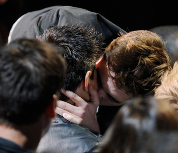 my gorgeous Robert キス his Twilight co-star,Taylor Lautner at the 2011 MTV Movie Awards<3