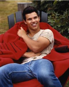 Taylor Lautner in jeans<3
