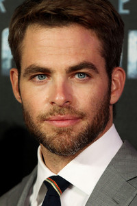 Chris Pine with a beard<3