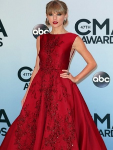 I used to think one hari we'd tell the story of us, You, with your words like knives, From Story Of Us and Mean sejak Taylor Swift. On another note-Congrats to Taylor pantas, swift for winning the Pinnacle award at the CMA's last night.