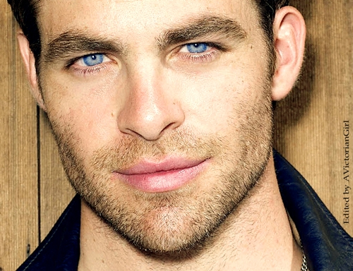 Chris Pine and his gorgeous blue eyes<3