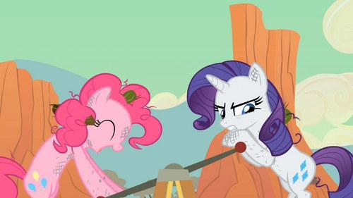 Pinkie Pie: Chimcherry atau Chimichunga ? Rarity: -_-