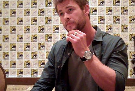 my handsome Aussie,Chris Hemsworth wearing a ring<3