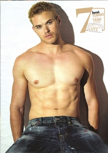 Kellan is extremely hot<3