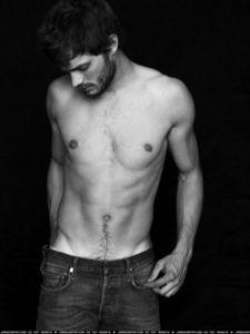 Jamie's body is HOT!!!!!!!!!!!<3