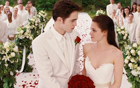 my handsome Robert/Edward with flowers in a scene from BD part 1<3