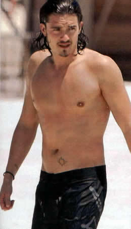 my 2nd fave British hottie,Orlando Bloom with a tattoo<3