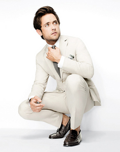 I l'amour any guy in a suit (this is Justin Chatwin)