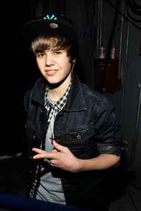 I have a friend who looks kinda like Justin Bieber when younger.