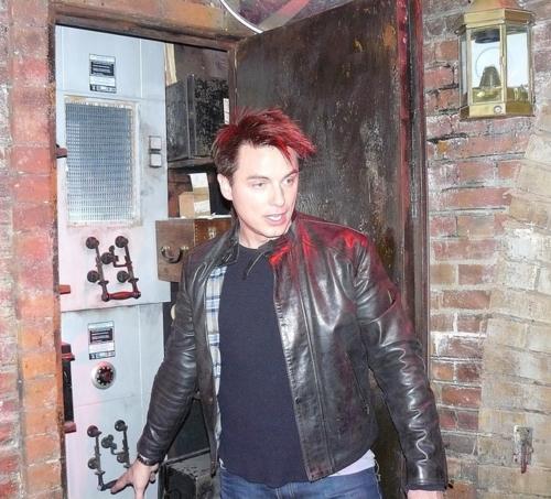 My gorgeous scottish babe, John Barrowman!