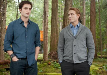 my handsome Robert in a scene from BD part 1 with his on screen dad,played kwa Peter Facinelli<3