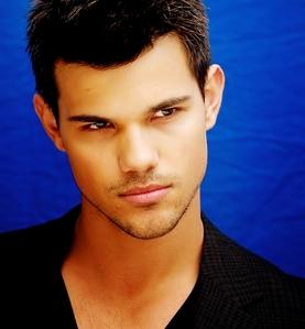 Taylor Lautner is Aquarius like me :)